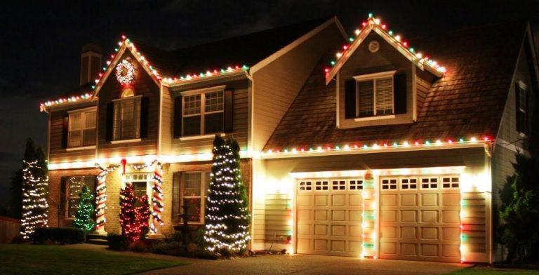 How to Hang Your Outdoor Christmas Lights